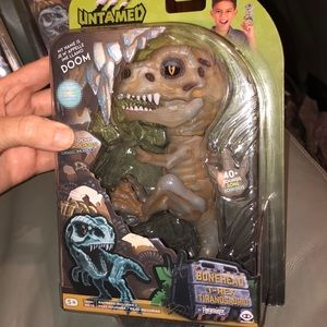 FINGERLINGS BONEHEAD TREX TOY.NEW!